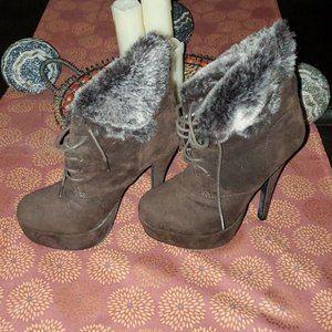 Glaze Brown Platform Faux Fur boots sz 8